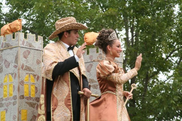 The King and Queen of the Peanut festival